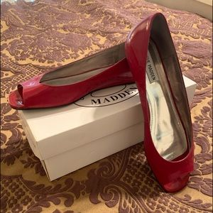 Read Steve madden flat open toe shoe